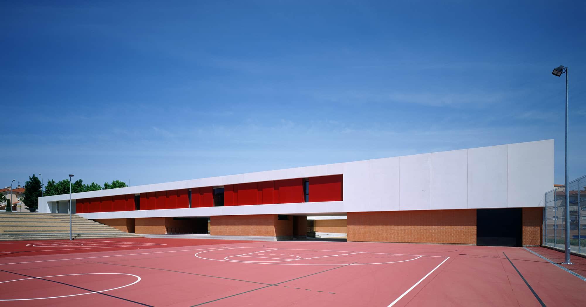Jusp 006 pista web land nez rey equipo l2g arquitectos for Ies ciudad jardin badajoz