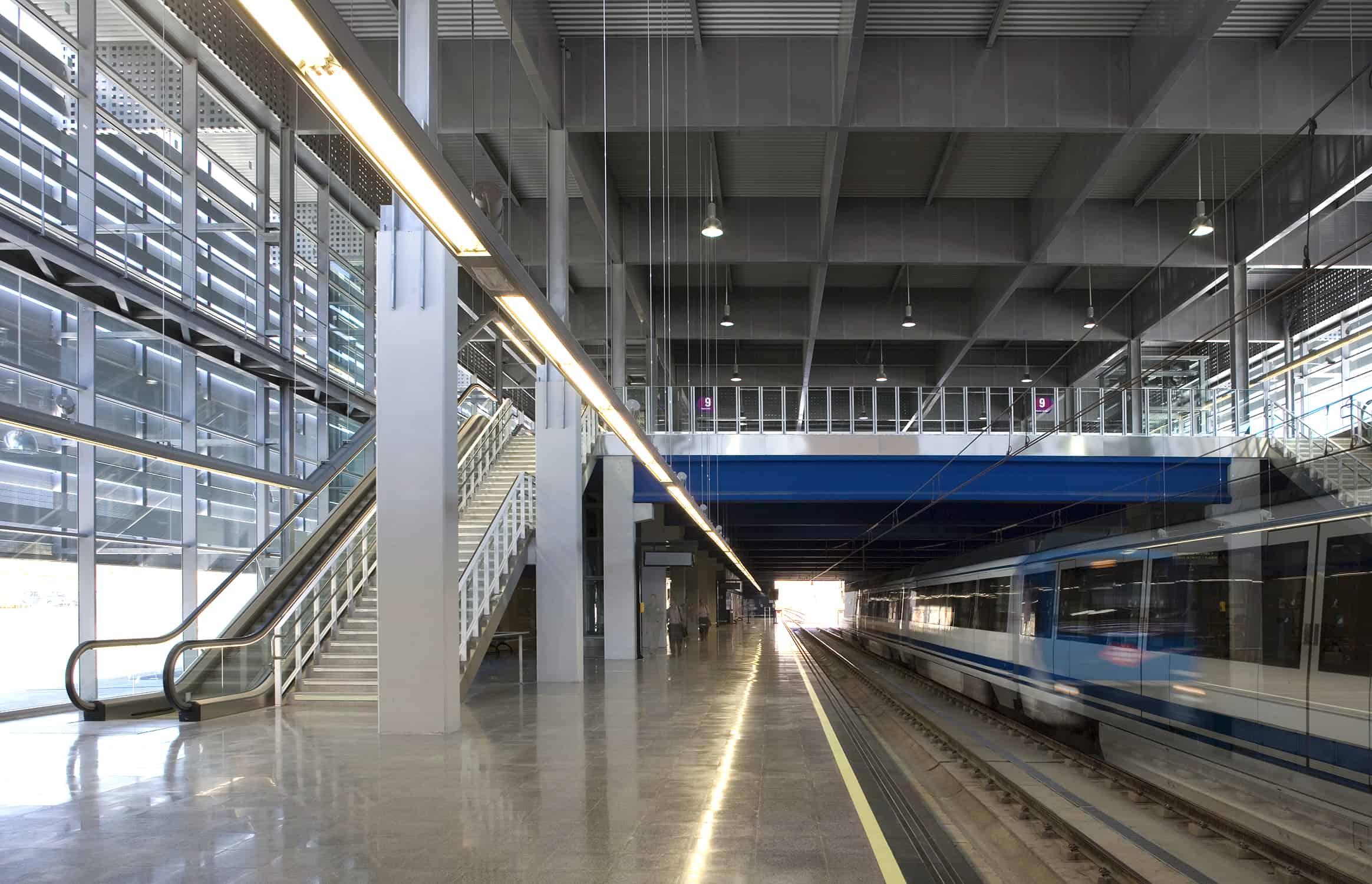 arquitectura transporte - Interior Estación METRO de MADRID_LGV+LANDINEZ+REY   equipo L2G arquitectos, slp [ eL2Gaa ]
